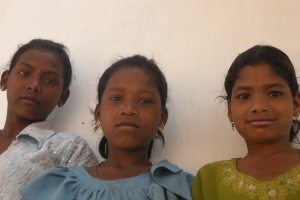 3adivasi_girls30x45